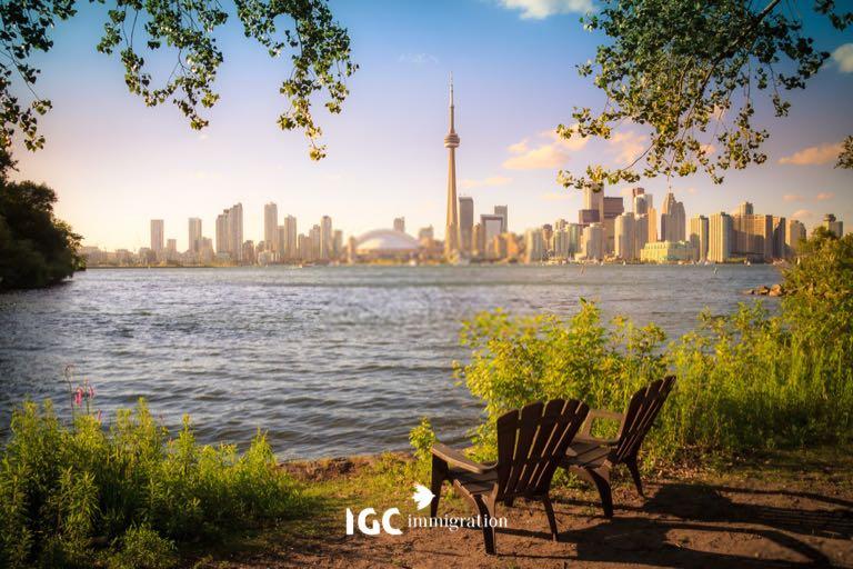 Toàn cảnh thành phố Toronto nhìn từ bên kia hồ