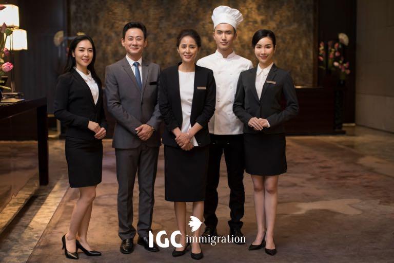 nhân viên dịch vụ nhà hàng khách sạn