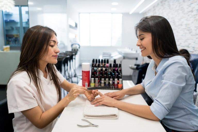 Làm thêm ở Canada tại tiệm nails