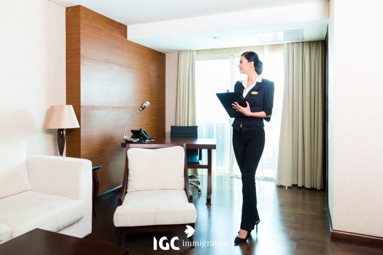 quản lý khách sạn người Việt tại Canada