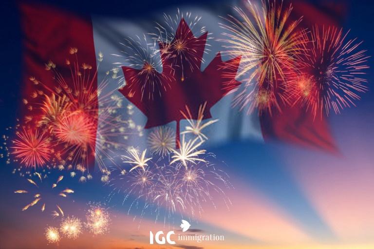 Quốc kì Canada trên nền pháo hoa