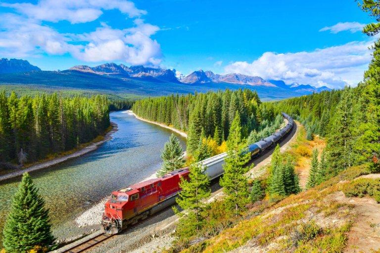 đoàn tàu lửa ở Canada