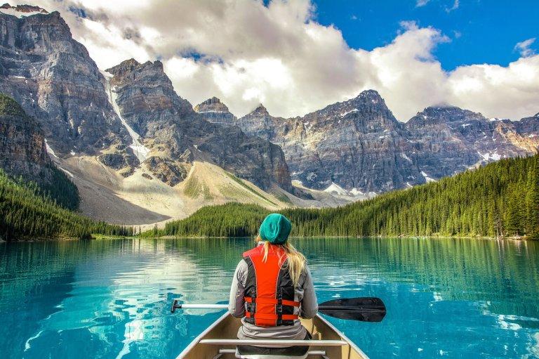 chèo thuyền trên hồ canada