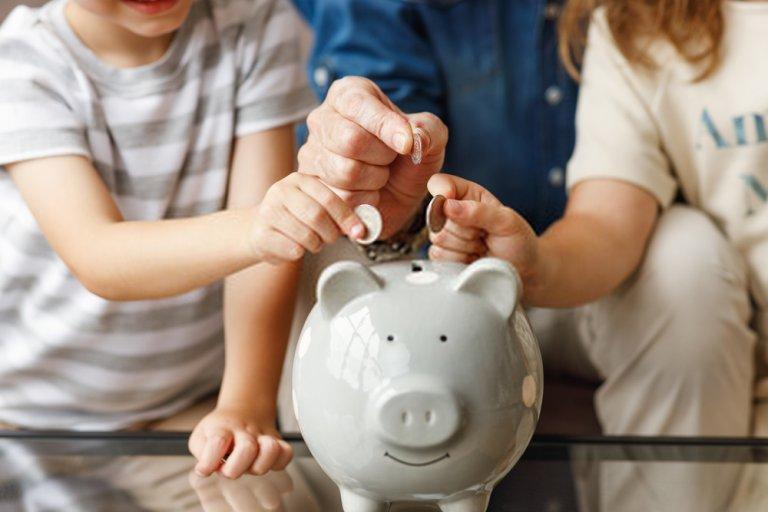 tiết kiệm ống heo cả gia đình